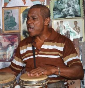 """Boncocero"", suonatore di Bongò, Casa de la Trova, Santiago de Cuba"